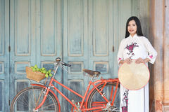 Free Beautiful Women Vietnam With White Ao Dai Dress And Red Bicycle In Old City Royalty Free Stock Photos - 94962758