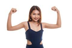 Beautiful young Asian woman flex bicep. Royalty Free Stock Photos