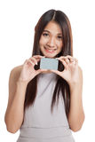 Beautiful young Asian woman hold a blank card Stock Images