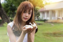 Beautiful young asian woman holding a white flowers Royalty Free Stock Photos