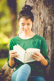 Beautiful young asian woman reading book Royalty Free Stock Photography
