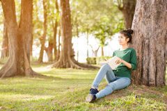 Beautiful young asian woman sitting and reading book Royalty Free Stock Photo