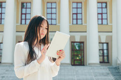 Beautiful young asian woman using tablet computer Royalty Free Stock Photos