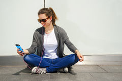 Beautiful young brunette hair hipster woman listening music earp Royalty Free Stock Photography