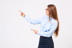 Beautiful young business woman presenting copyspace Royalty Free Stock Images