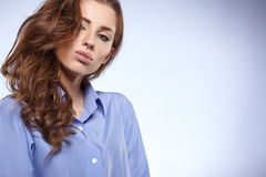 Beautiful young business woman standing against bl Royalty Free Stock Photos