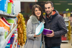 Beautiful Young Couple Shopping In A Grocery Supermarket Royalty Free Stock Images