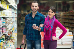 Beautiful Young Couple Shopping In A Grocery Supermarket Royalty Free Stock Photos