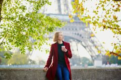 Beautiful young French woman near the Eiffel tower in Paris Royalty Free Stock Photos