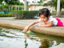 Beautiful young girl child fing something Royalty Free Stock Photos