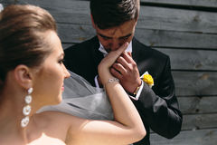 Beautiful young wedding couple outdoors Royalty Free Stock Photos