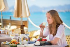 Beautiful young woman in a beach restaurant Royalty Free Stock Images