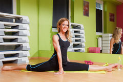 Beautiful young woman doing split stretch Stock Photography