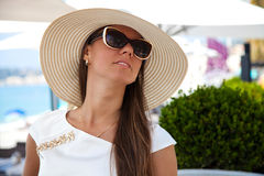 Beautiful young woman in elegant hat and sunglasses Royalty Free Stock Images