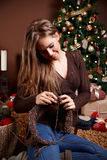 Beautiful young woman knitting Royalty Free Stock Photography