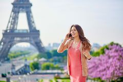 Beautiful young woman near the Eiffel tower Royalty Free Stock Images