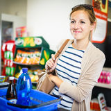 Beautiful young woman paying for her groceries Royalty Free Stock Images