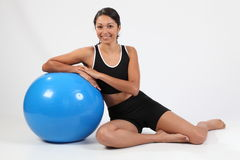 Beautiful young woman posing with exercise ball Royalty Free Stock Photography