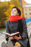 Beautiful young woman reads book Royalty Free Stock Photos