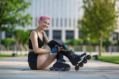 Beautiful young woman roller-skating Royalty Free Stock Photos