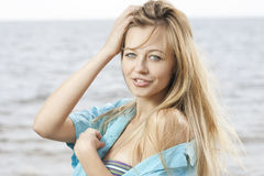 Beautiful young woman at the sea Royalty Free Stock Photography
