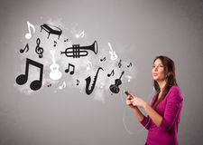 Beautiful young woman singing and listening to music with musica Royalty Free Stock Photo