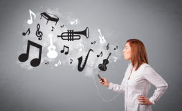 Beautiful young woman singing and listening to music with musica Stock Image