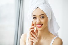Beautiful young woman in towel all ready to get spa treatment. g Stock Photography