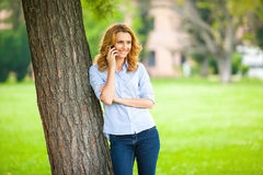 Beautiful young woman using her cellphone Royalty Free Stock Photography