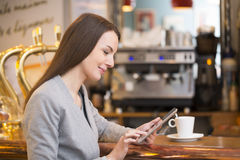 Beautiful young woman using her tablet pc in coffe Royalty Free Stock Images