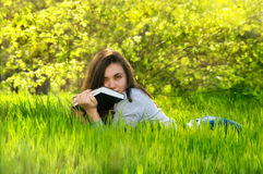 Beautiful young woman woman reading a book in a park Royalty Free Stock Photo
