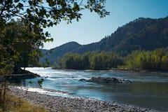 Beautifule蓝色河风景 库存图片