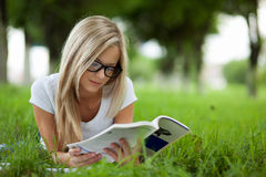 Beautifull college student in park Royalty Free Stock Photos