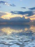 Beautifull Meerblick mit Wolken Stockfotos
