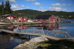 Beautifull Noruega, bahía con los barcos. Fotos de archivo
