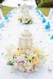 Beautifully dekorerad brölloptabell royaltyfria bilder