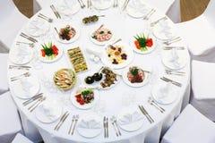Beautifully organiserad händelse - tjänade som banketttabeller Royaltyfri Foto