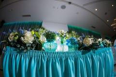 Beautifully organiserad händelse - tjänade som banketttabeller som är klara för gäster Royaltyfria Foton