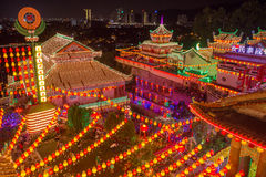 Beautifully tänd-upp Kek Lok Si tempel i Penang royaltyfri bild