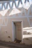 Beautifuly adornó la mezquita interior Imágenes de archivo libres de regalías