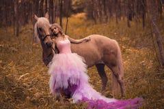 Beautifyl Dame mit ihrem träumenden Blick Lizenzfreie Stockfotos