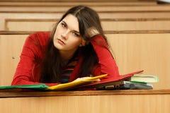 Beautifyl teenager della ragazza dell'allievo stanco Fotografia Stock Libera da Diritti