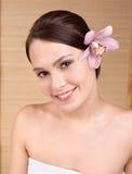 beauty flower spa νεολαίες γυναικών Στοκ φωτογραφίες με δικαίωμα ελεύθερης χρήσης