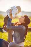 Beauty Mum and her Child playing in Park Royalty Free Stock Photography