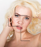 Beauty Spa γυναίκα με το τέλειο φρέσκο δέρμα Έννοια φροντίδας δέρματος νεολαίας Δέρμα πριν και μετά από την αποφλοίωση Του προσώπ στοκ φωτογραφία