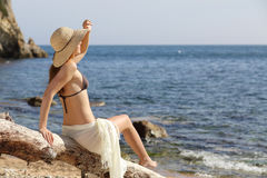 Beauty woman on the beach looking forward on vacations Royalty Free Stock Photos