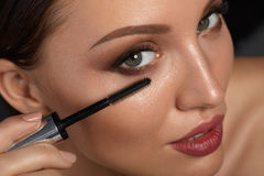 Beauty Woman Makeup. Beautiful Woman Applying Black Mascara Royalty Free Stock Photography