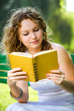 Beauty woman reading a book Royalty Free Stock Photos