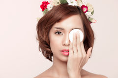 Beauty woman showing cotton swab on face - eye and skin care con Royalty Free Stock Photography