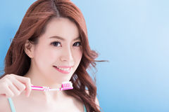 Beauty woman take toothbrushs Royalty Free Stock Images